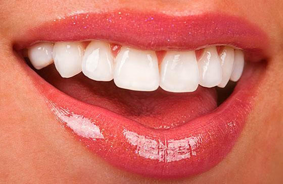 boca feminina com belo sorriso